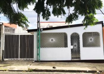 Casa en Venta ubicada en zona céntrica de Managua. Lista para mudarse