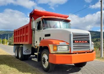 Camión Volquete Mack CH