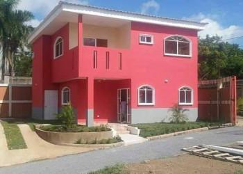 Se renta bonita casa en Cumbres de Villa Fontana
