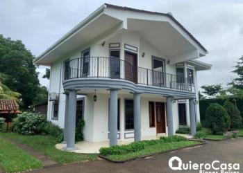 Casa en venta y en alquiler en Santo Domingo